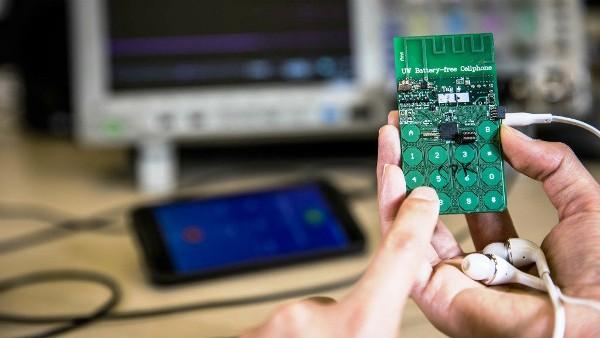 Inventan primer teléfono móvil que funciona sin batería