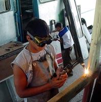 Jóvenes apoyarán reconstrucción de ómnibus en Camagüey