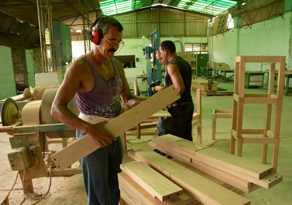 En Camagüey garantizan producción de muebles para el turismo