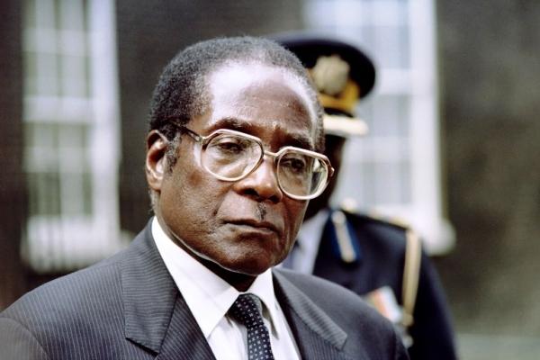 Partido gobernante de Zimbabwe destituye al presidente Mugabe como líder político