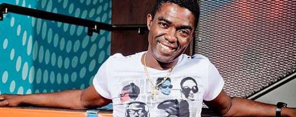 Manolito Simonet intercambia en Camagüey acerca del proceso de grabación discográfica