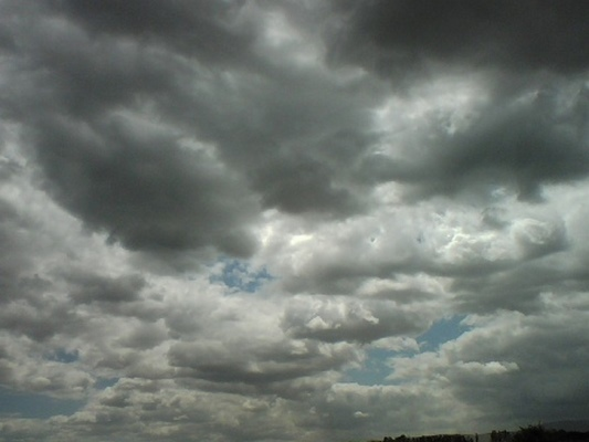 Pronostican algunos chubascos y tormentas eléctricas en centro y oriente