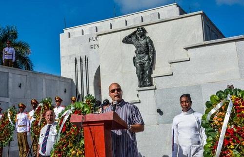 Fidel y Raúl rinden tributo a las víctimas del Crimen de Barbados (+ Fotos y video)