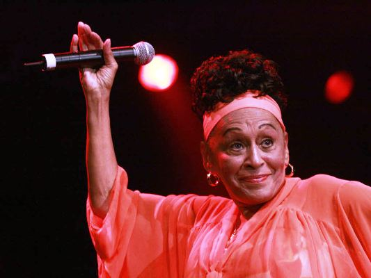 Díaz-Canel congratula a Omara Portuondo por el cumpleaños 89 de la artista