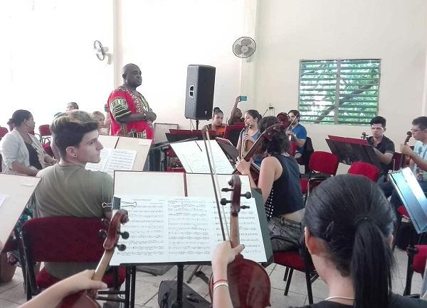 Joaquín Betancourt regala a los camagüeyanos música sinfónica y popular