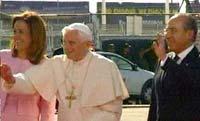 """Presidente Calderón al Papa Benedicto XVI: """"Es una gran alegría recibirlo"""""""