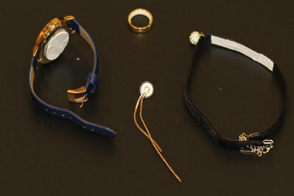 Crean parche anticonceptivo para combinar con joyas