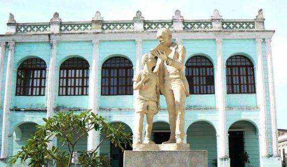 Honran los camagüeyanos a un cubano universal