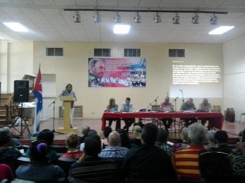 Debaten pedagogos camagüeyanos en encuentro provincial