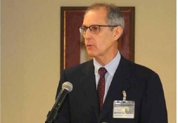Advierte experto español riesgos de automedicación en foro científico en Cuba
