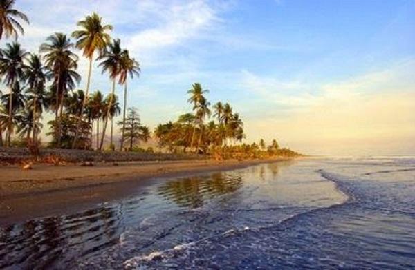 Zona turística de El Salvador despierta estremecida por seísmo
