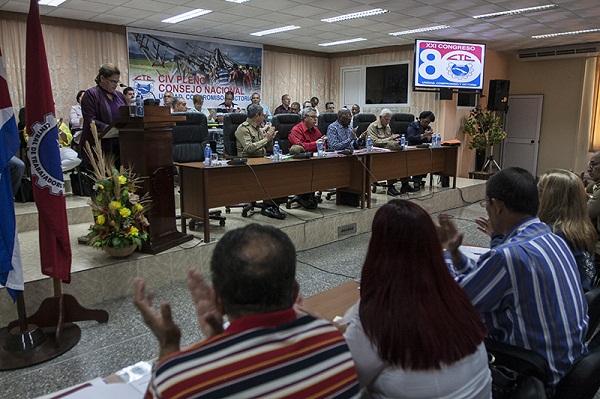 Sesiona pleno del Consejo Nacional del movimiento obrero cubano