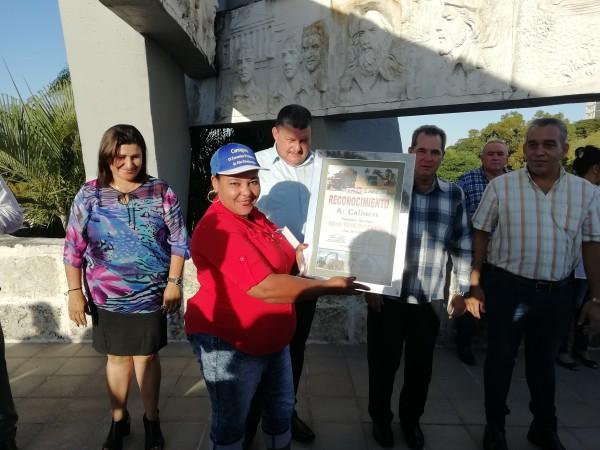 Reconocen en Camagüey a destacadas unidades productoras de caña del país (+ Fotos y Post)