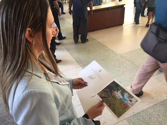 Envía Díaz-Canel postal de felicitación a profesora universitaria camagüeyana