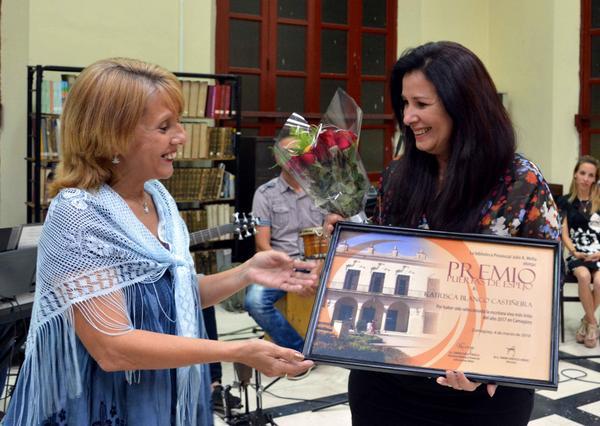 Premio Puertas de Espejo, del sistema de bibliotecas públicas.