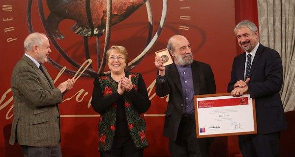 Entregan al chileno Raúl Zurita el Premio Iberoamericano de Poesía