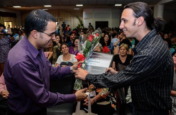 Distinguen a jóvenes creadores cubanos con Premios Calendario