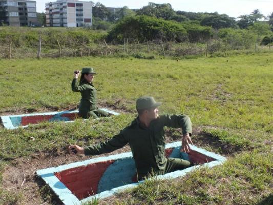 Futuros oficiales de las FAR en prácticas de defensa territorial.