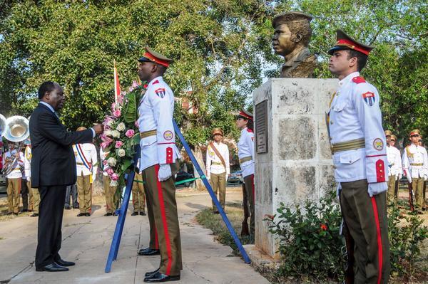 Primer Ministro del Congo rinde tributo a prócer africano en Cuba