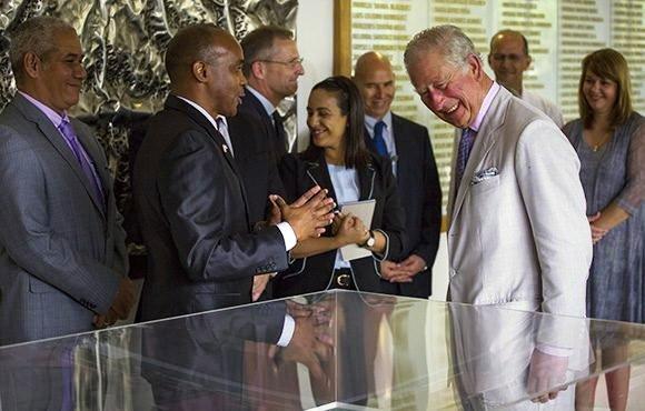 Príncipe de Gales visita en La Habana Centro de Inmunología Molecular (+Fotos)