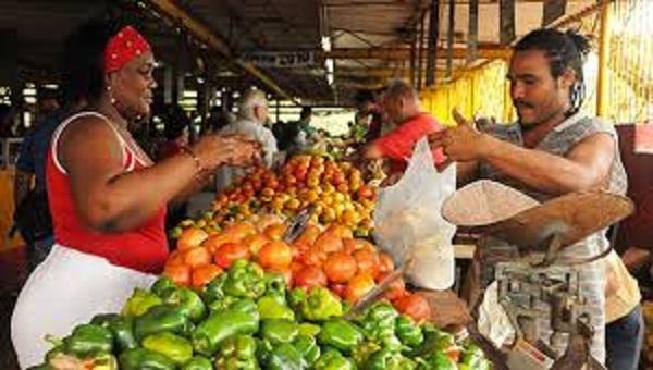 Evalúan en Camagüey cumplimiento de precios topados para productos y servicios