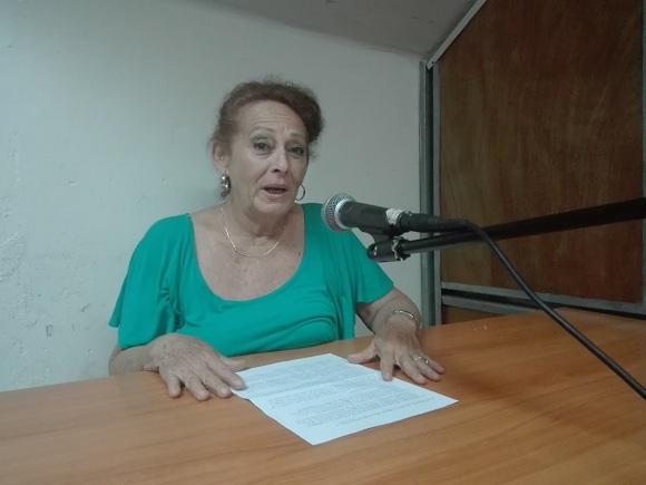 La locutora Adelfa Valdéz Hernández, artista de mérito de la Radio cubana