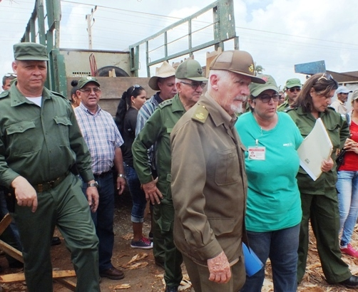 Commander of the Revolution tours Irma-stricken towns in Camagüey