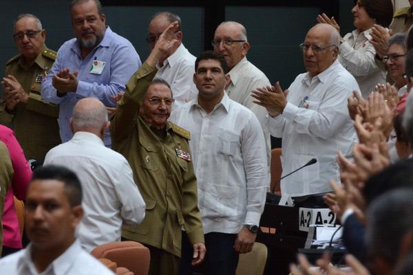 Con la presencia de Raúl y Díaz-Canel sesiona el Parlamento cubano
