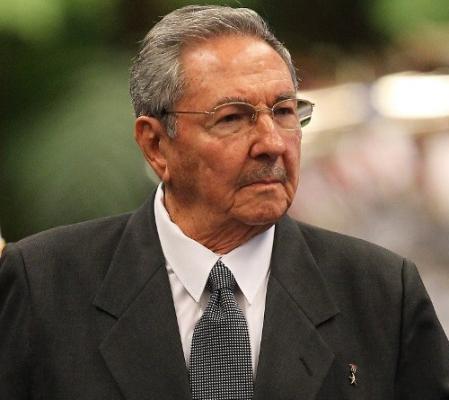 Preside Raúl gala dedicada al centenario de la Revolución Socialista de Octubre