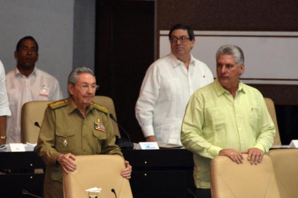 Presentes Raúl y Díaz-Canel en sesión del Parlamento cubano para elección de altos cargos