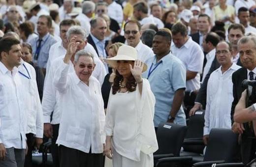 Raúl y Cristina asisten a primera misa del Papa Francisco en Cuba