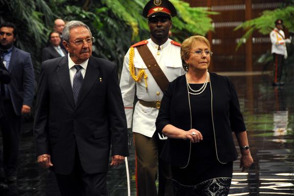Raúl Castro recibe a la Presidenta de Chile, Michelle Bachelet