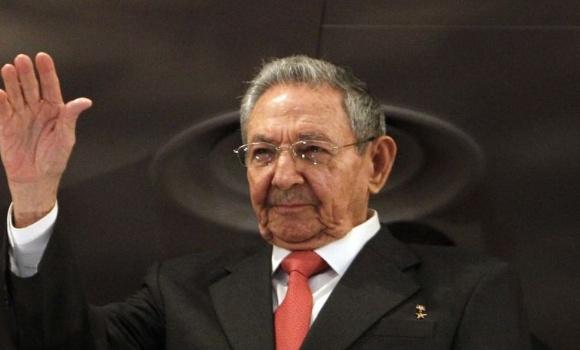 Díaz-Canel califica a Raúl Castro de referente para los revolucionarios cubanos