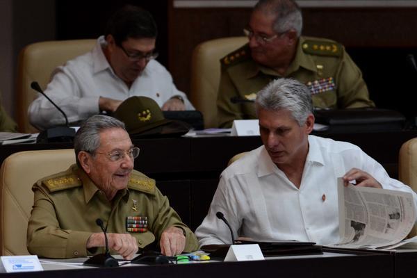 Raúl Castro asiste a sesión ordinaria del Parlamento cubano
