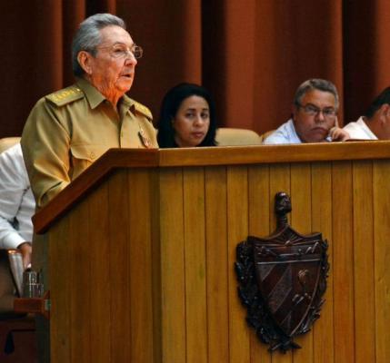 Reafirma Raúl carácter socialista de la Revolución (+ Audio)