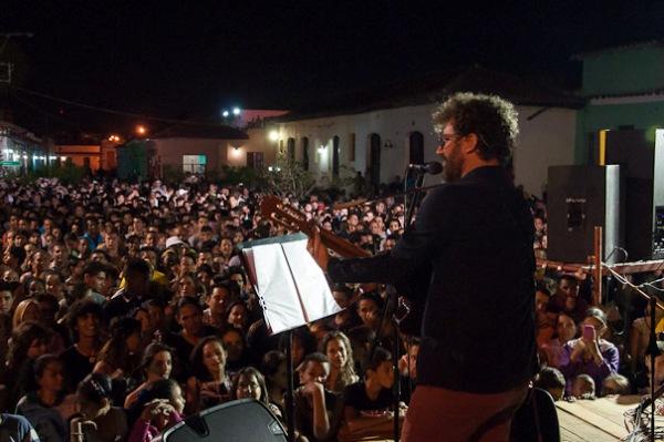 Raúl Paz le cantó a la ciudad de Camagüey