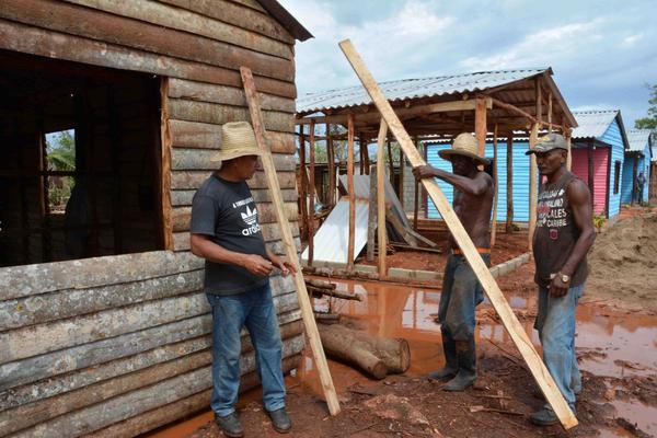 Trabajadores camagüeyanos devuelven la vitalidad a comunidades afectadas por Irma