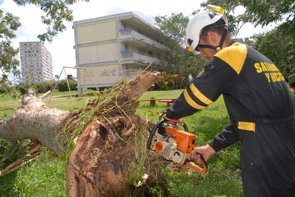 Intensifican labores en Cuba tras el paso del huracán Irma