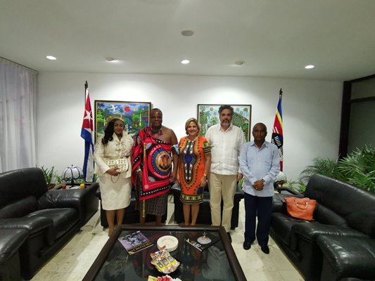 En Cuba, rey de Esuatini, Mswati III (+ Tuit)