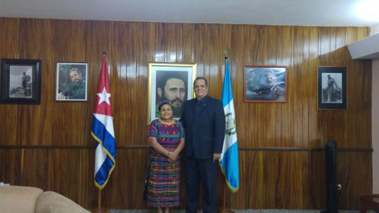 Rigoberta Menchú visita Embajada de Cuba en Guatemala