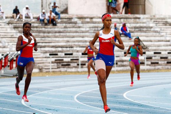 Clasifica corredora cubana Roxana Gómez para Juegos Olímpicos de Tokio en 400 metros