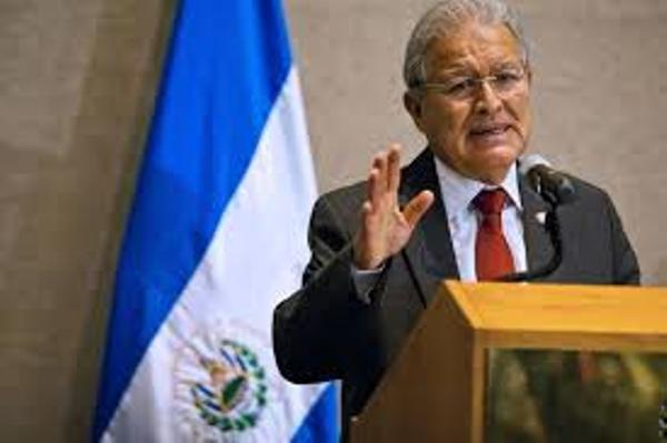 Presidente salvadoreño felicita a Fidel Castro por sus 90 años