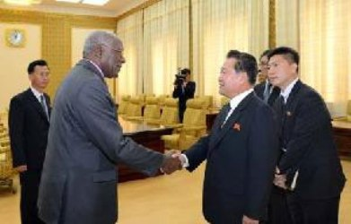 Dialogan en Pyongyang vicepresidentes de Cuba y la RPDC