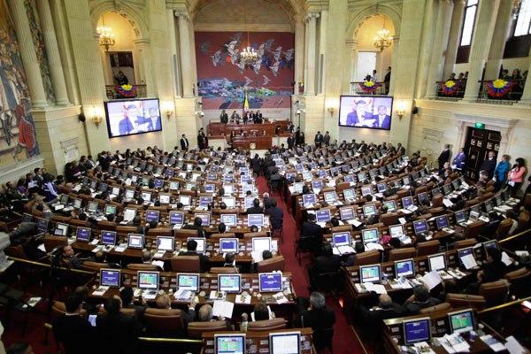Reanuda Congreso colombiano debate sobre proyecto de ley de amnistía