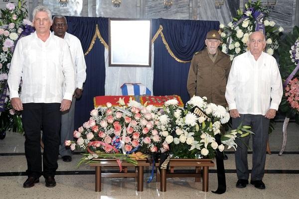 Asisten dirigentes del Partido y Gobierno cubanos a honras fúnebres de José Ramón Fernández (+ Fotos)