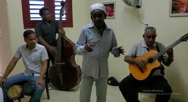 Mensaje de optimismo en medio de la pandemia envía el cantante camagüeyano Simón Roberto