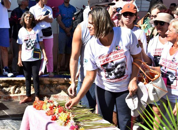 Friends of Cuba Pay Tribute to Fidel