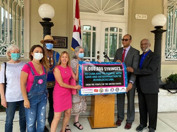 Grupos solidarios envían seis millones de jeringuillas a Cuba desde Estados Unidos