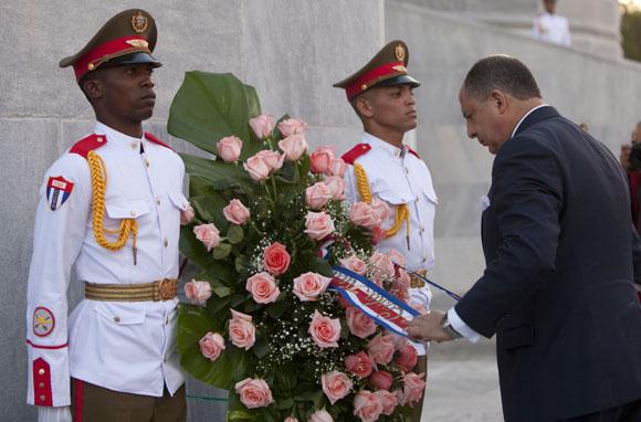 Presidente de Costa Rica rinde tributo a José Martí