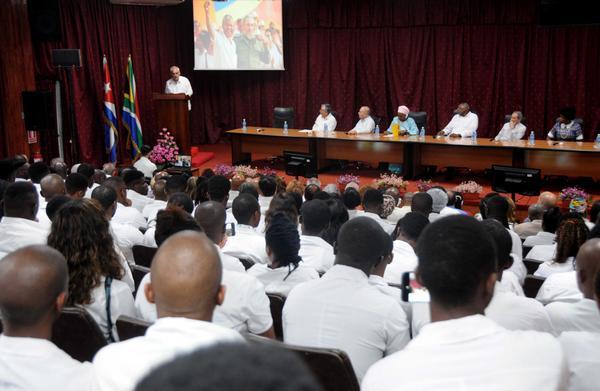 Homenaje a Mandela en Cuba con graduación de 703 jóvenes médicos sudafricanos (+ Fotos)